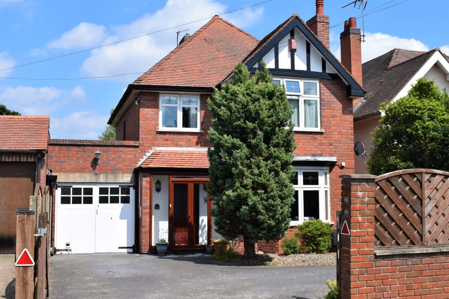 3 bed detached for sale in Stourbridge Road, Fairfield, Bromsgrove, B61 1