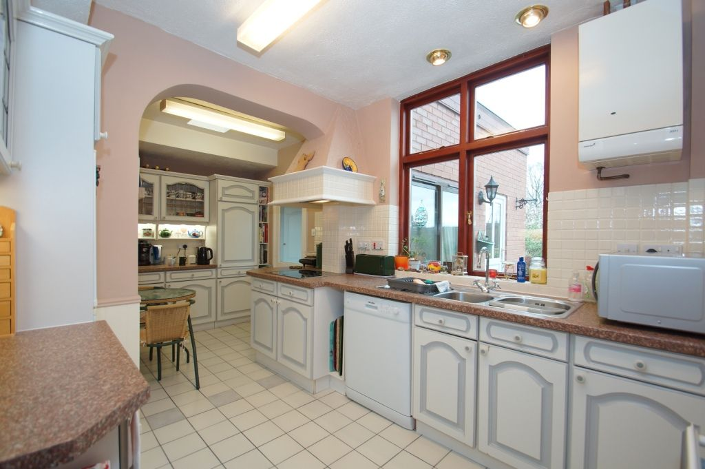 3 bed detached for sale in Stourbridge Road, Fairfield, Bromsgrove, B61 2