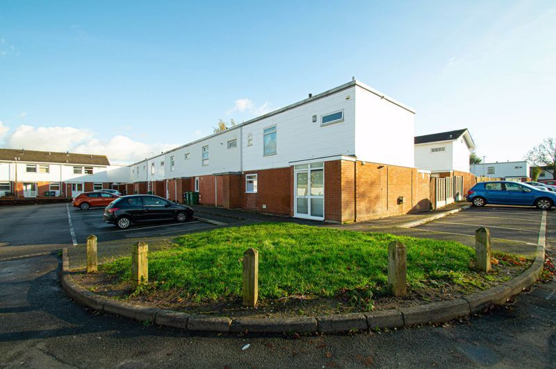 4 bed house for sale in Dormston Close 1