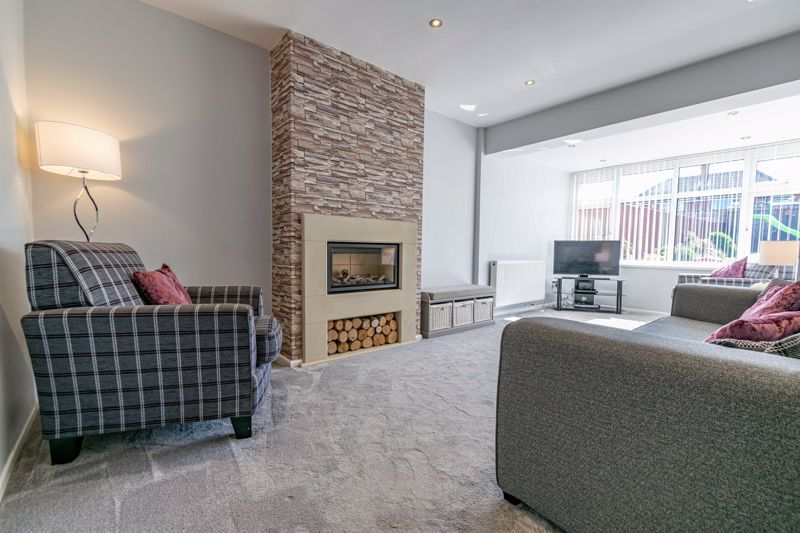 5 bed house for sale in Dunstall Road 2