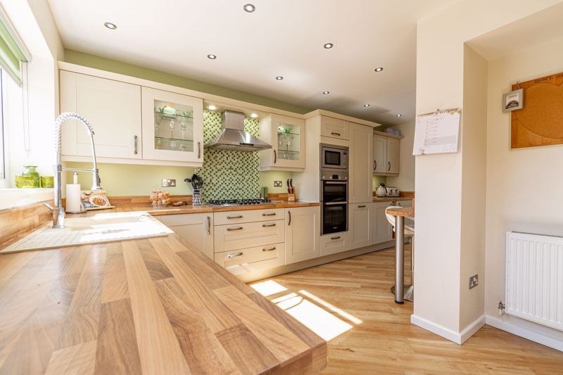 5 bed house for sale in Dunstall Road 14