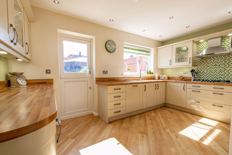 5 bed house for sale in Dunstall Road 3