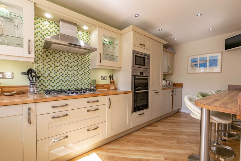 5 bed house for sale in Dunstall Road  - Property Image 4