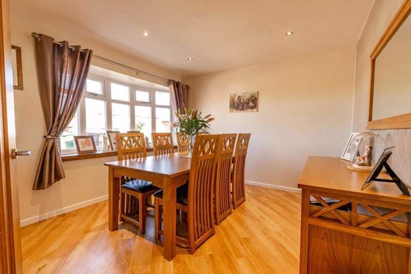 5 bed house for sale in Dunstall Road 5