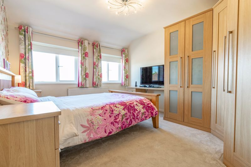 5 bed house for sale in Dunstall Road  - Property Image 7