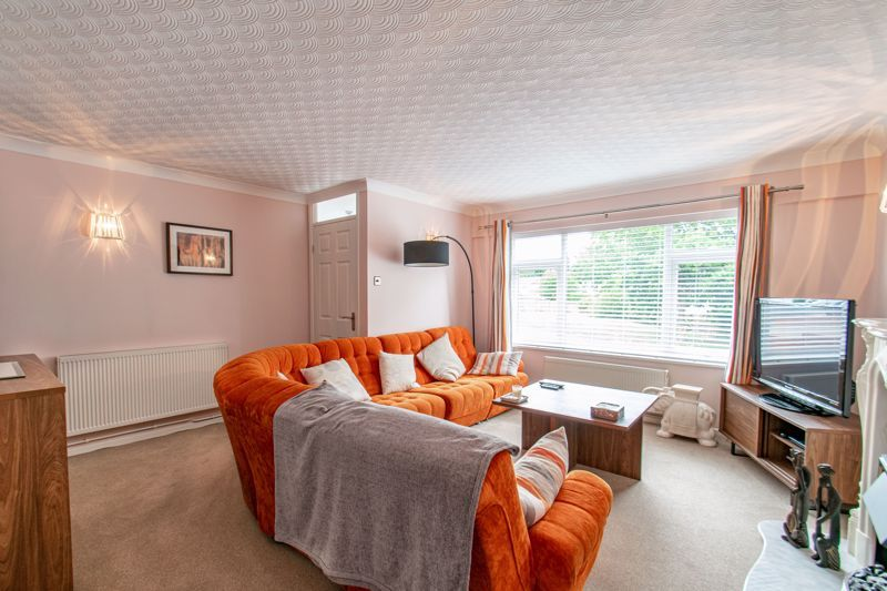 4 bed house for sale in Alveston Close  - Property Image 2