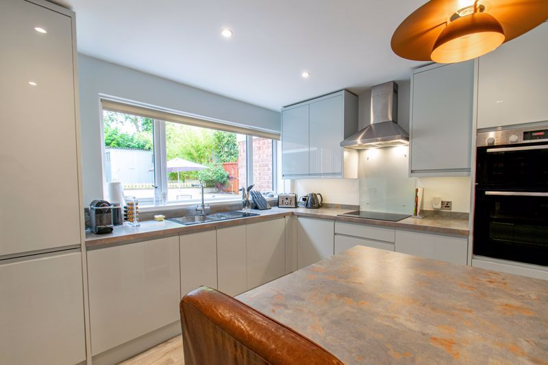 4 bed house for sale in Alveston Close 6