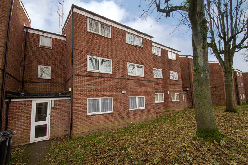 2 bed flat for sale in Leysters Close 1