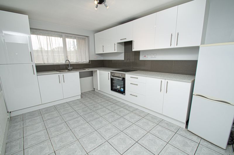 2 bed flat for sale in Leysters Close 4
