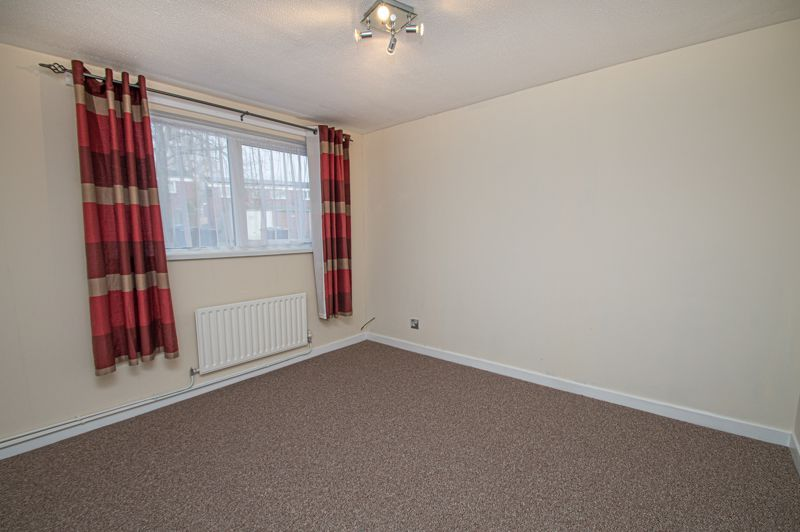 2 bed flat for sale in Leysters Close  - Property Image 7