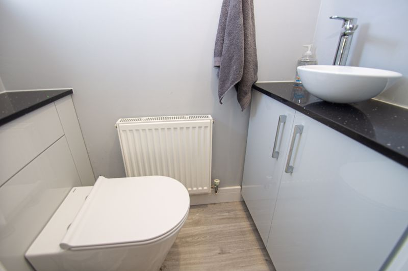 4 bed house for sale in Dunstall Close 7