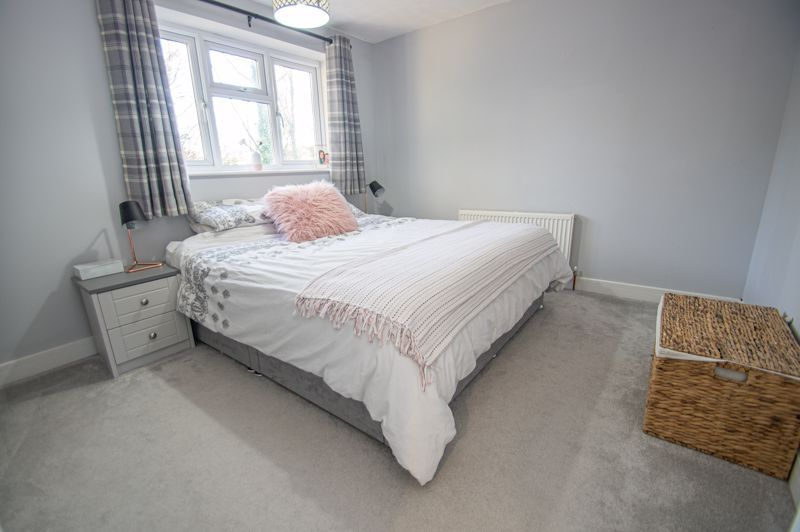 4 bed house for sale in Dunstall Close  - Property Image 8