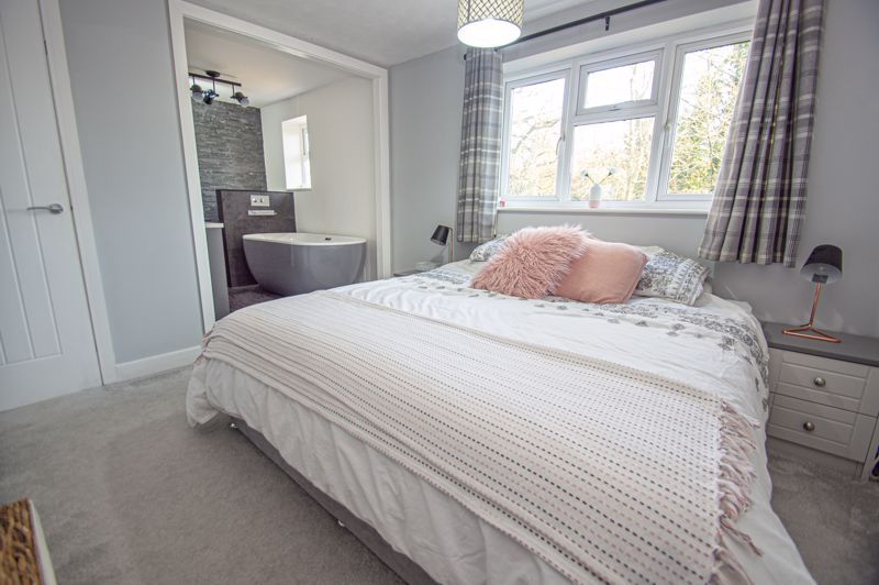 4 bed house for sale in Dunstall Close 9