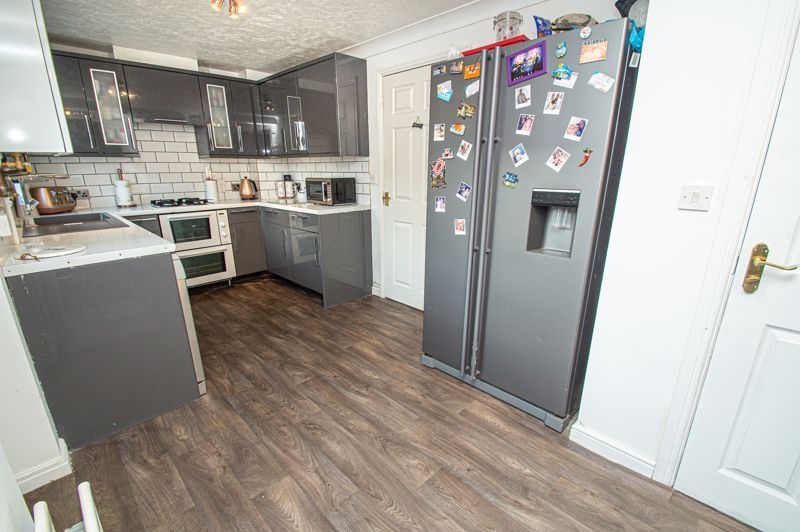 3 bed house for sale in Rosedale Close 2