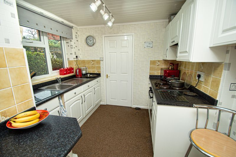 3 bed house for sale in Penmanor 6
