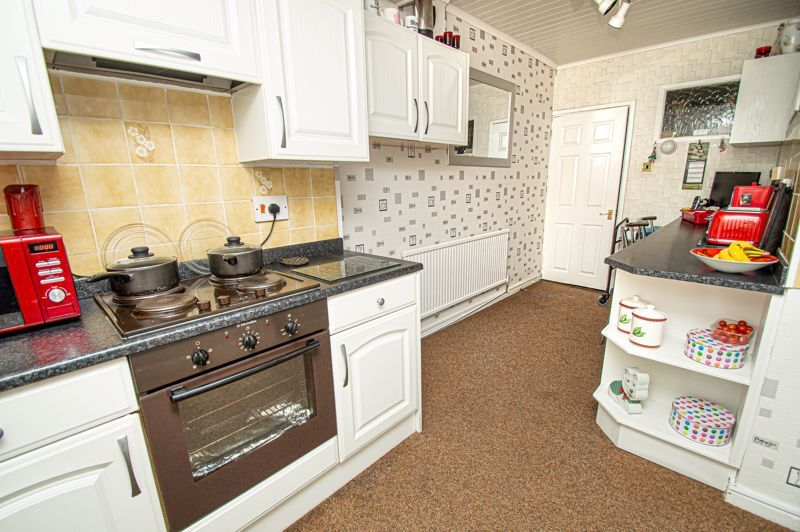 3 bed house for sale in Penmanor 7