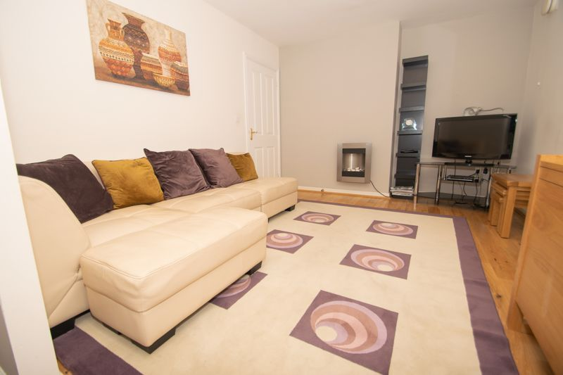 1 bed house for sale in Holly Road  - Property Image 4