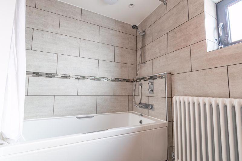 4 bed house for sale in Wentworth Road 11
