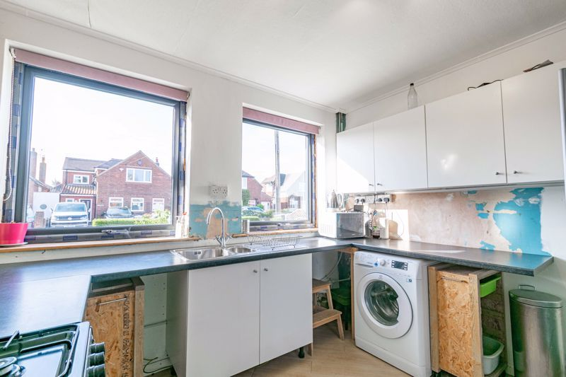 4 bed house for sale in Wentworth Road 5