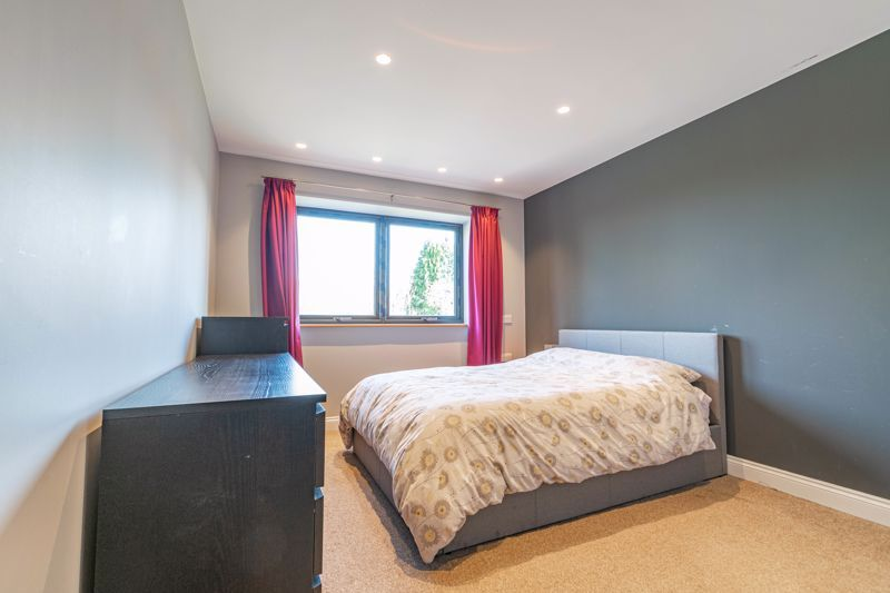 4 bed house for sale in Wentworth Road 7