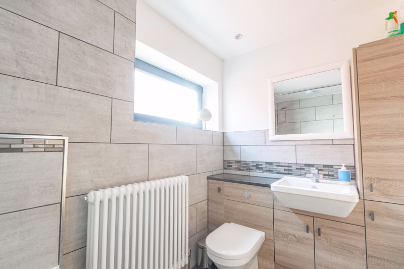 4 bed house for sale in Wentworth Road 10