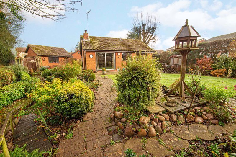 2 bed bungalow for sale in Cottage Lane - Property Image 1