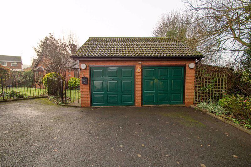 2 bed bungalow for sale in Cottage Lane 18