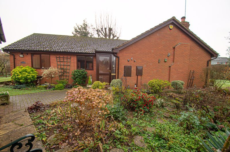 2 bed bungalow for sale in Cottage Lane 19