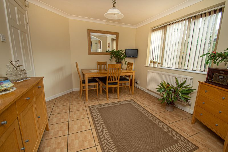2 bed bungalow for sale in Cottage Lane 5
