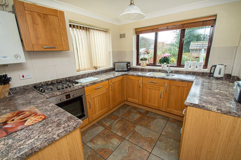 2 bed bungalow for sale in Cottage Lane 6