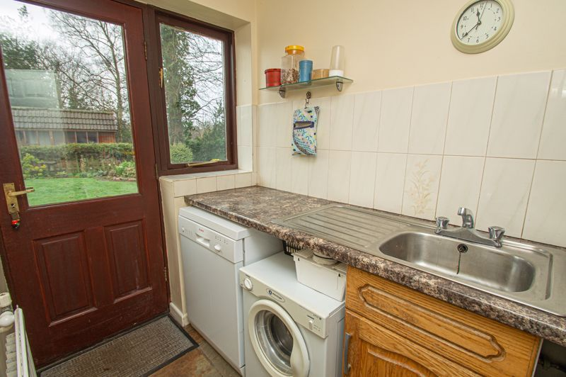 2 bed bungalow for sale in Cottage Lane 7