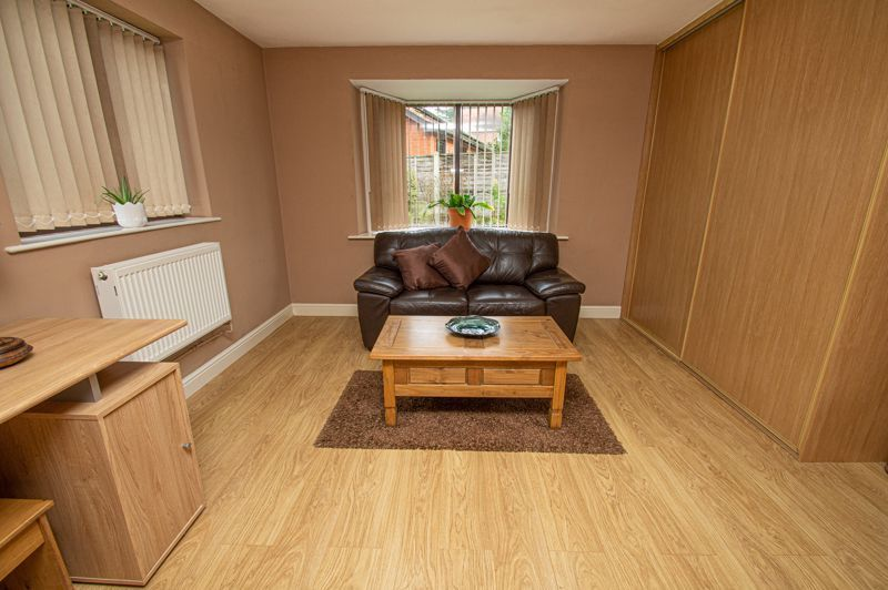 2 bed bungalow for sale in Cottage Lane 9