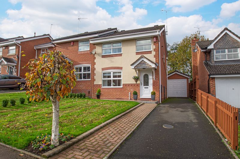 3 bed house for sale in Moorcroft Gardens 1