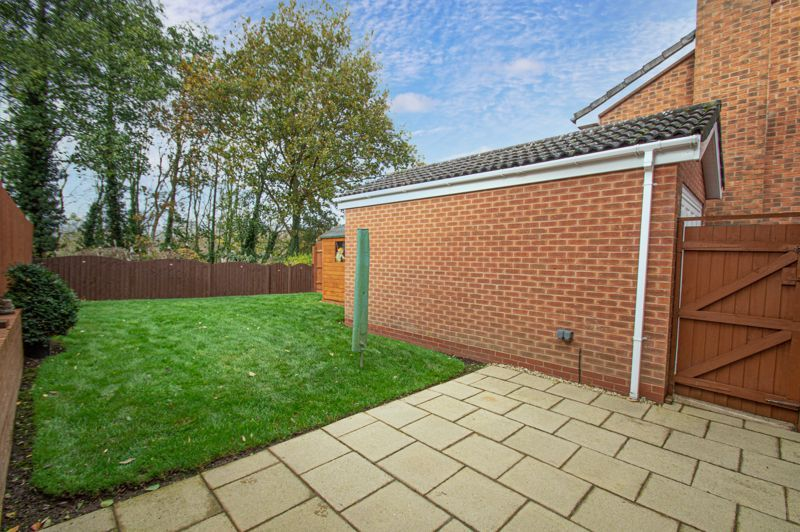 3 bed house for sale in Moorcroft Gardens 2