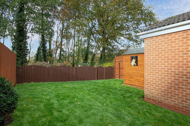 3 bed house for sale in Moorcroft Gardens 3