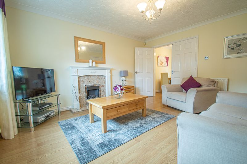 3 bed house for sale in Moorcroft Gardens  - Property Image 4