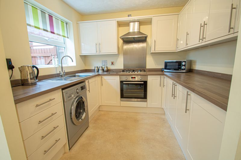 3 bed house for sale in Moorcroft Gardens 7