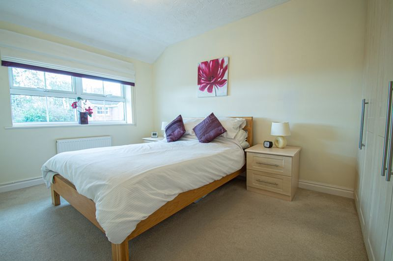 3 bed house for sale in Moorcroft Gardens 8