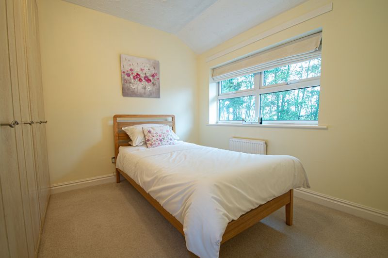 3 bed house for sale in Moorcroft Gardens 9