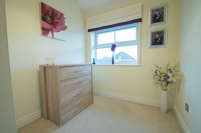 3 bed house for sale in Moorcroft Gardens  - Property Image 10