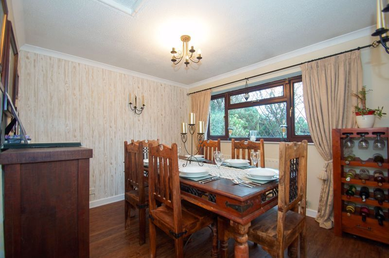 4 bed house for sale in Hanbury Road  - Property Image 3