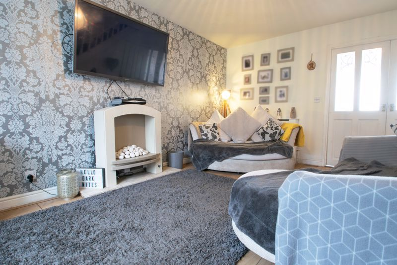 3 bed house for sale in Glynn Crescent  - Property Image 2