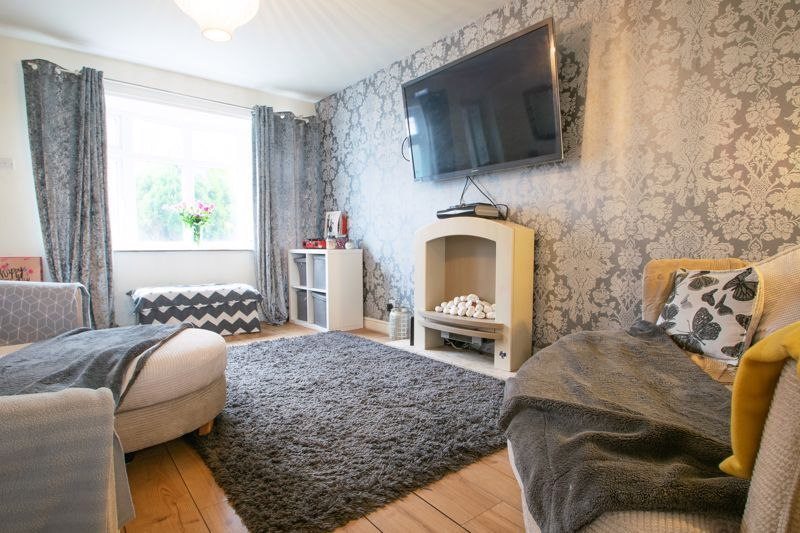 3 bed house for sale in Glynn Crescent 3