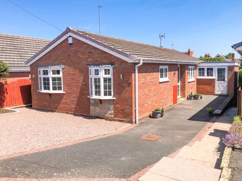 2 bed bungalow for sale in Laburnum Close - Property Image 1