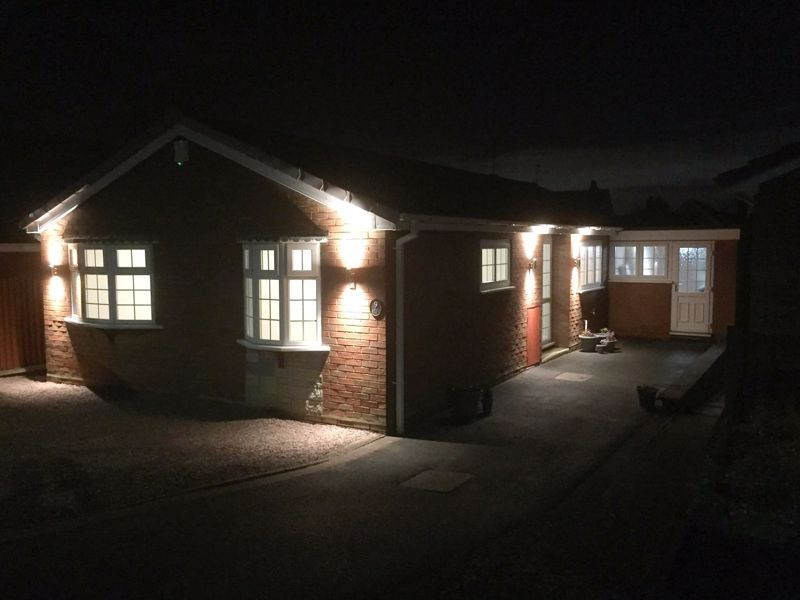 2 bed bungalow for sale in Laburnum Close  - Property Image 3