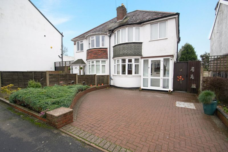 3 bed house for sale in Birch Road 1