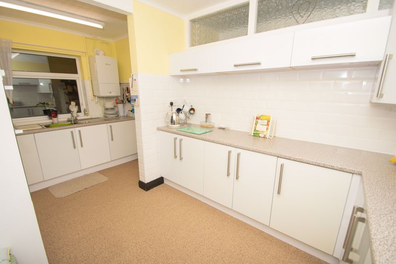 3 bed house for sale in Birch Road 2