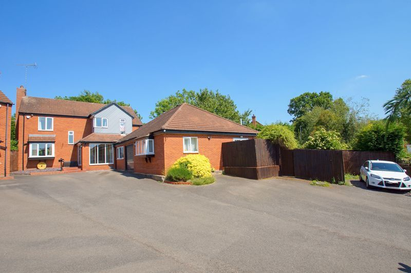 5 bed house for sale in Brookfield Close - Property Image 1