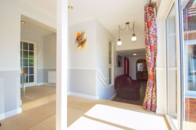 5 bed house for sale in Brookfield Close  - Property Image 3