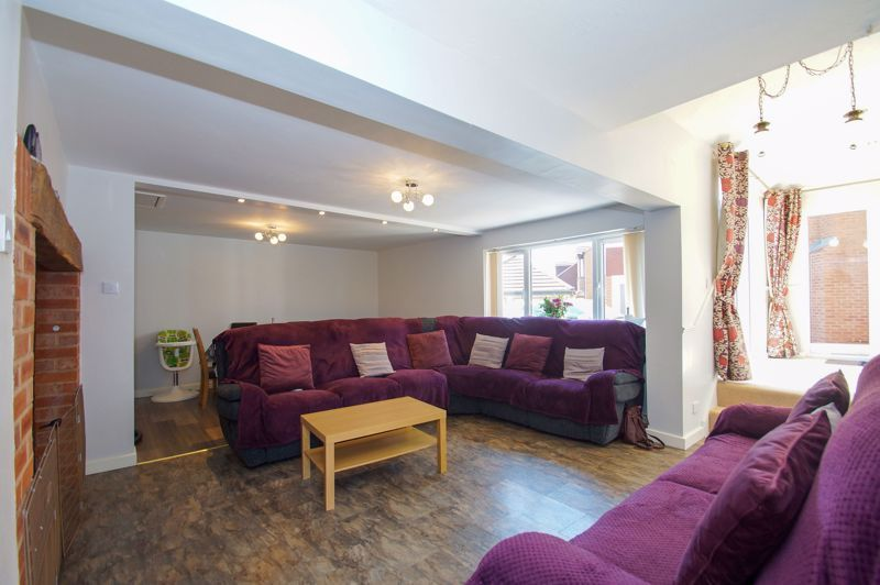 5 bed house for sale in Brookfield Close  - Property Image 4